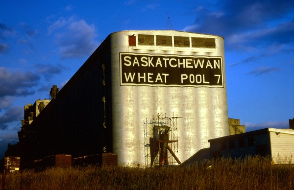 Graphic - photo - Saskatchewan grain elevator Kodachrome